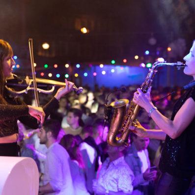 vrouwelijke saxofonist Kirsten